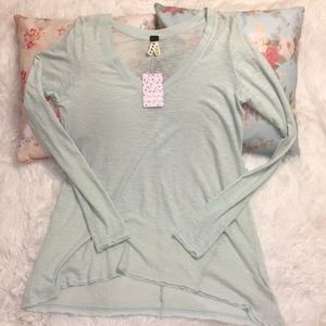 [Free People] Distressed Long Sleeve V-Neck *FIRM*